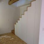 stopnišče-hrast-in-vgradne-bele-omare