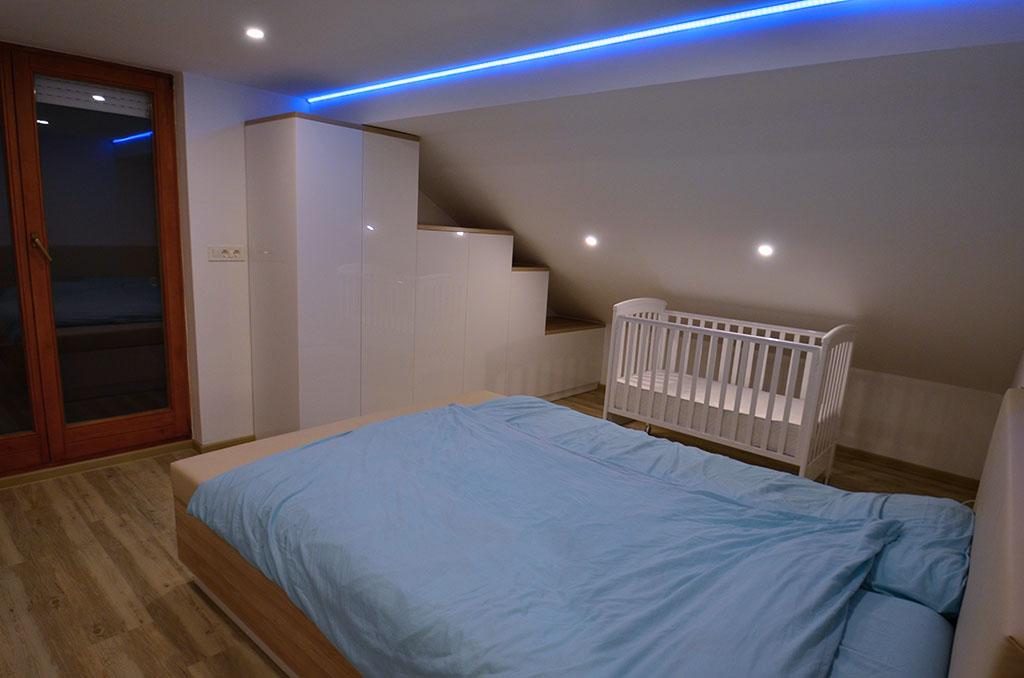 akrilno-bele-omare-v-spalnici